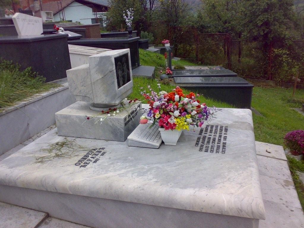 48929-tombe-de-geek.jpg